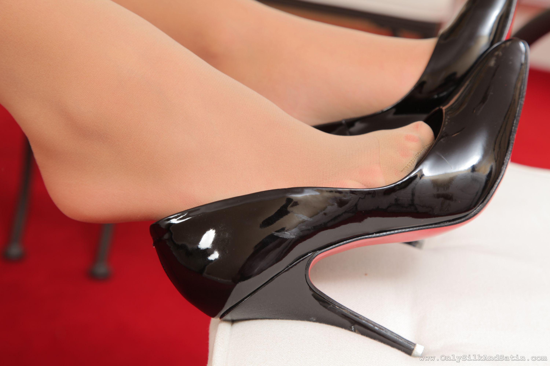 Фото ножки в колготках крупным планом фото 11-62