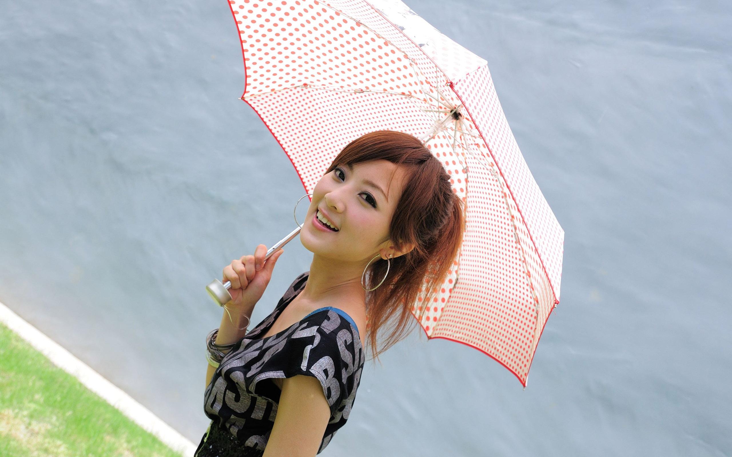 Милая двушка под зонтиком загрузить