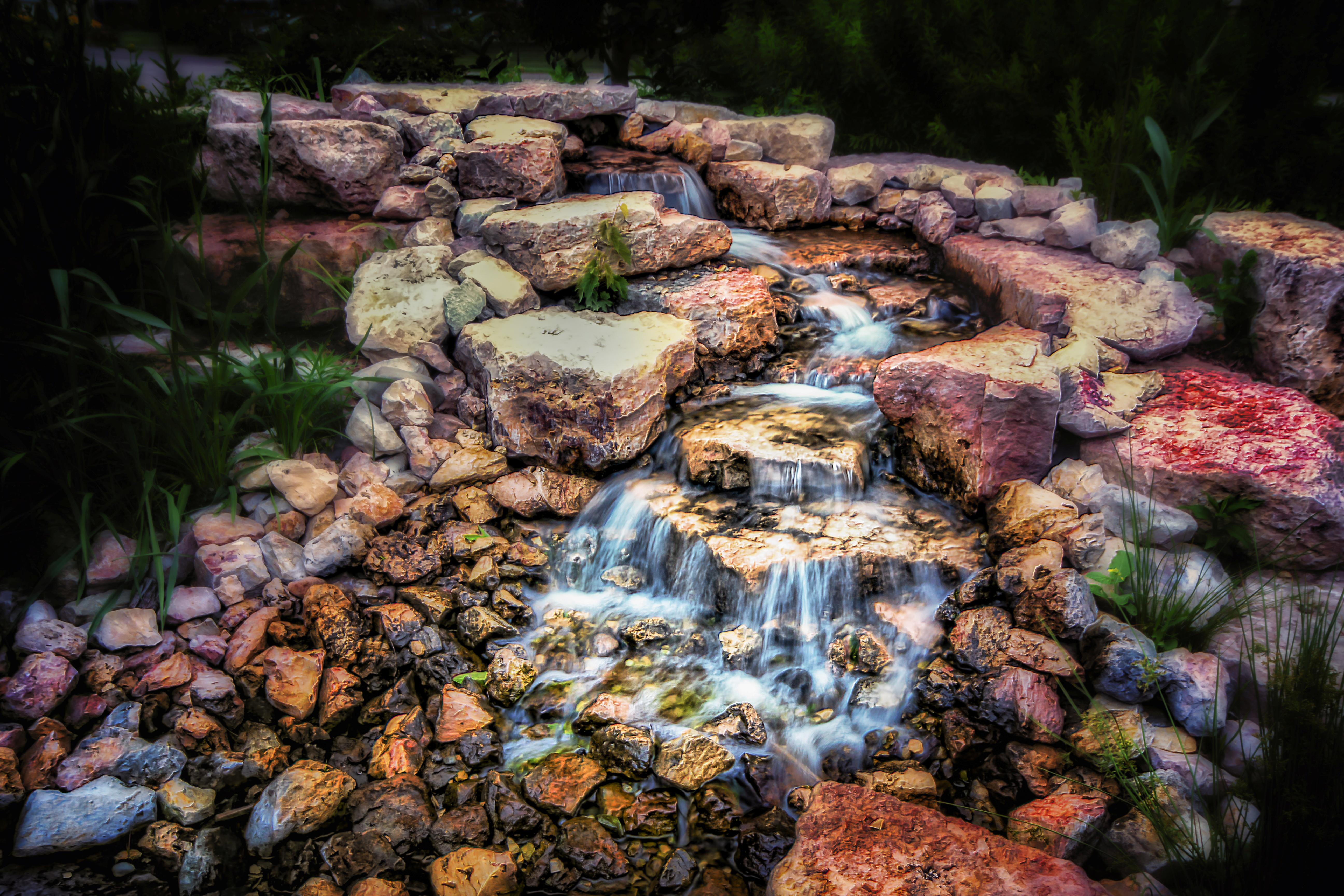 Водопад по камням  № 1869641 бесплатно