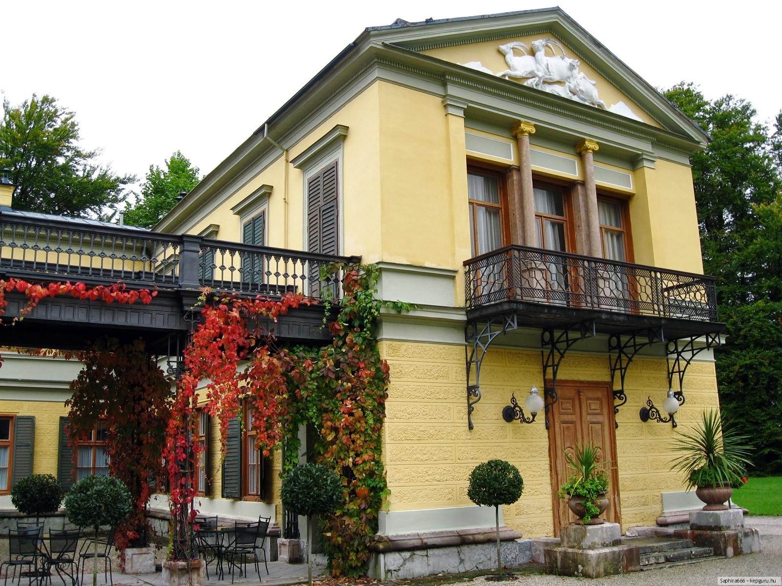 Фотография балкон дома города.