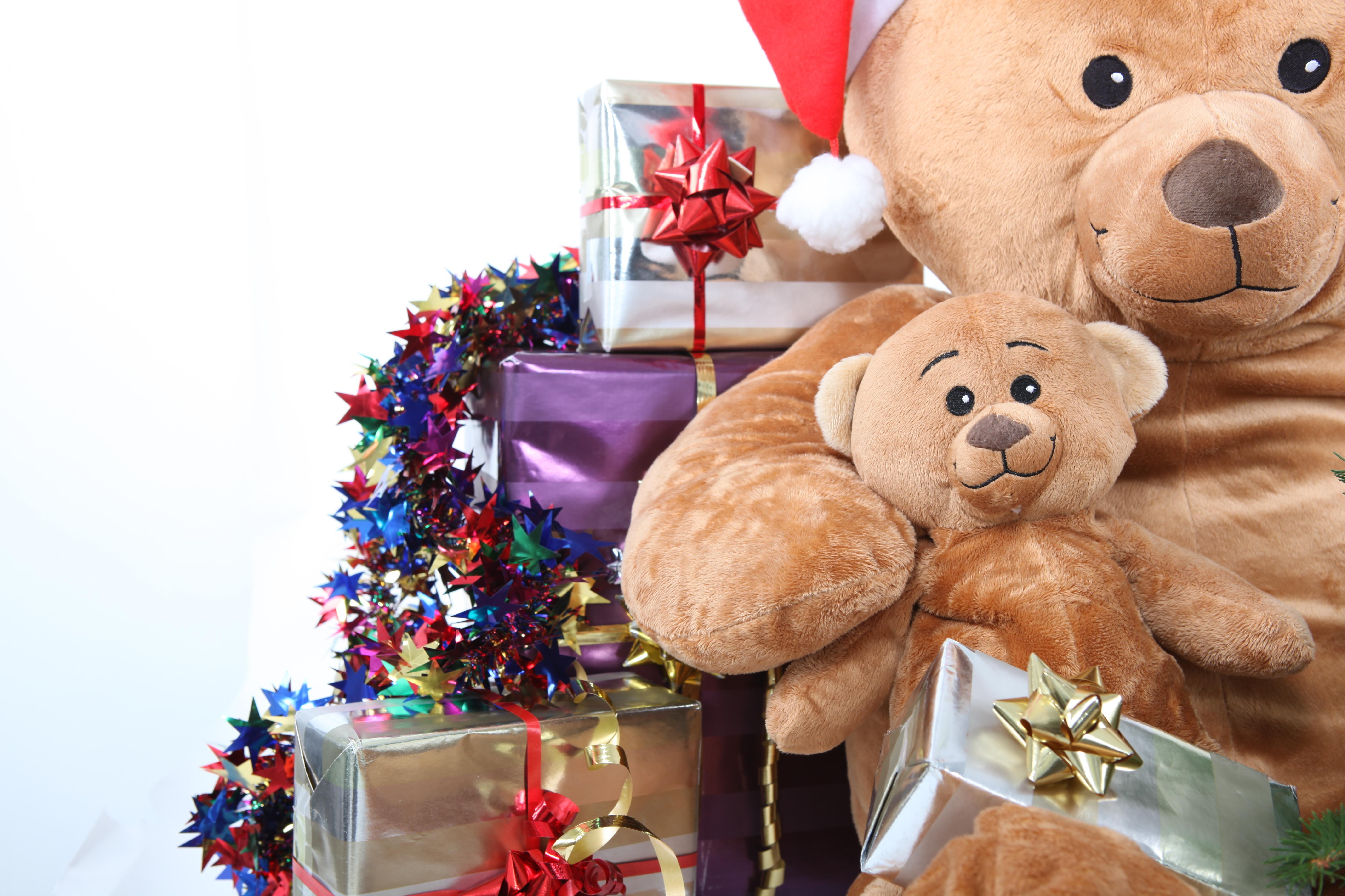 Мишка и подарок фото