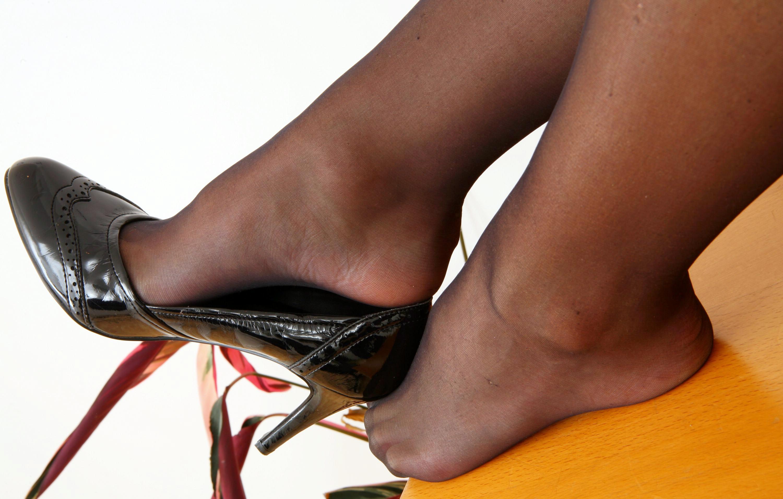 Фото ступней в нейлоне 9 фотография