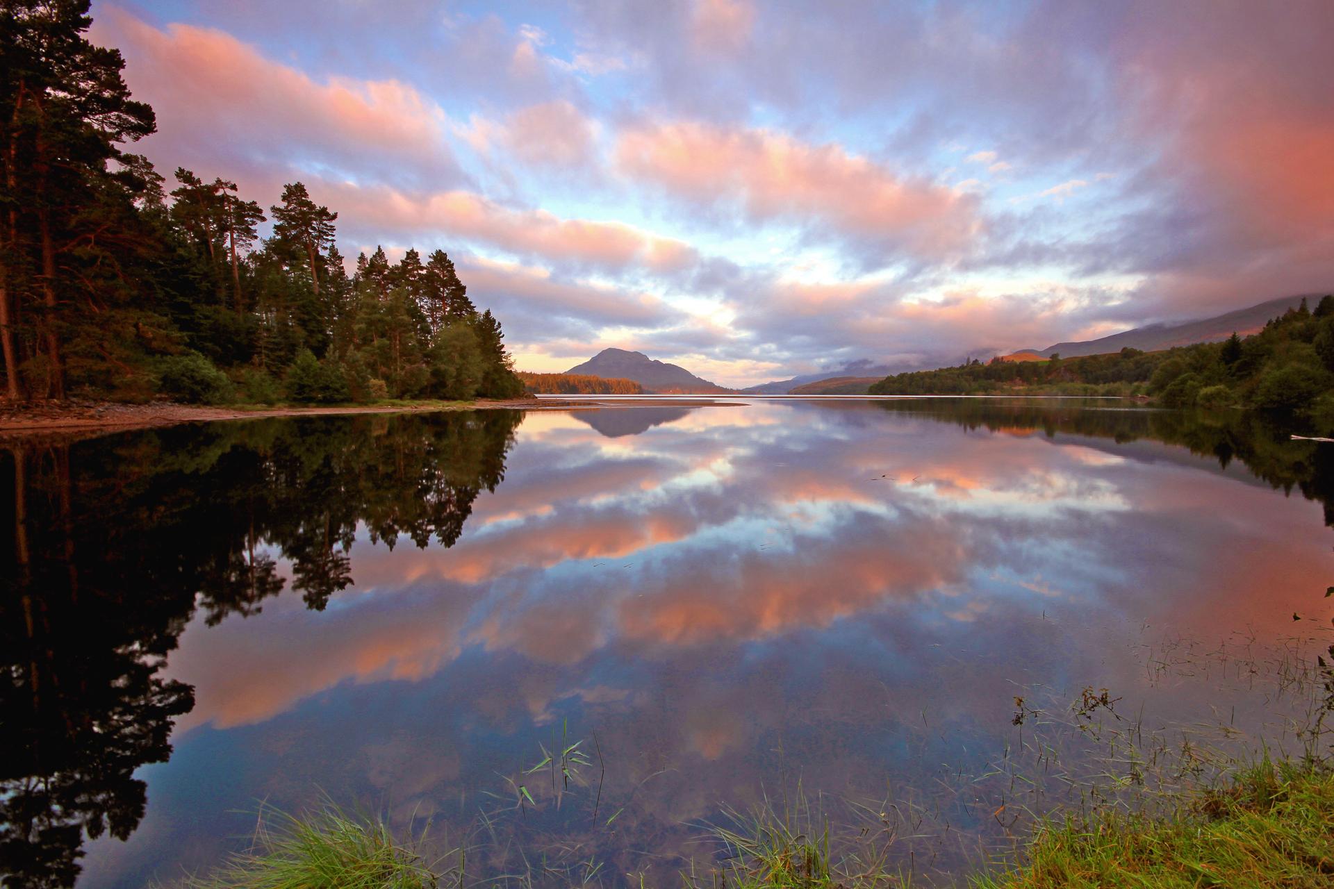 природа река горы небо облака отражение  № 2503239 бесплатно