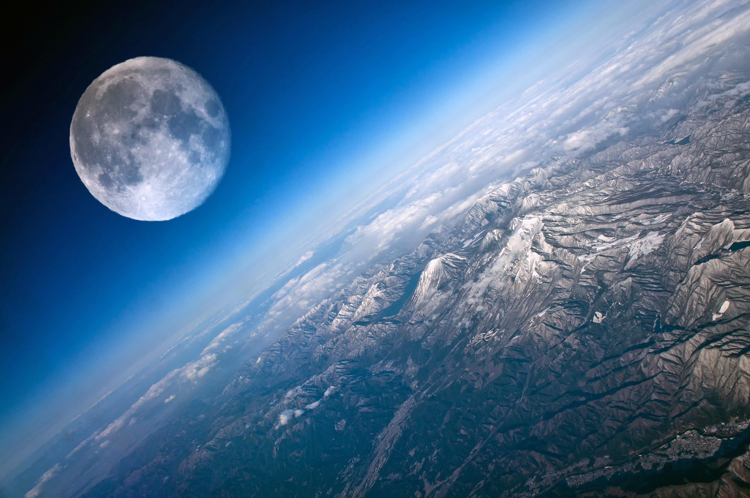 На поверхности планет : горы с высоты - Космос