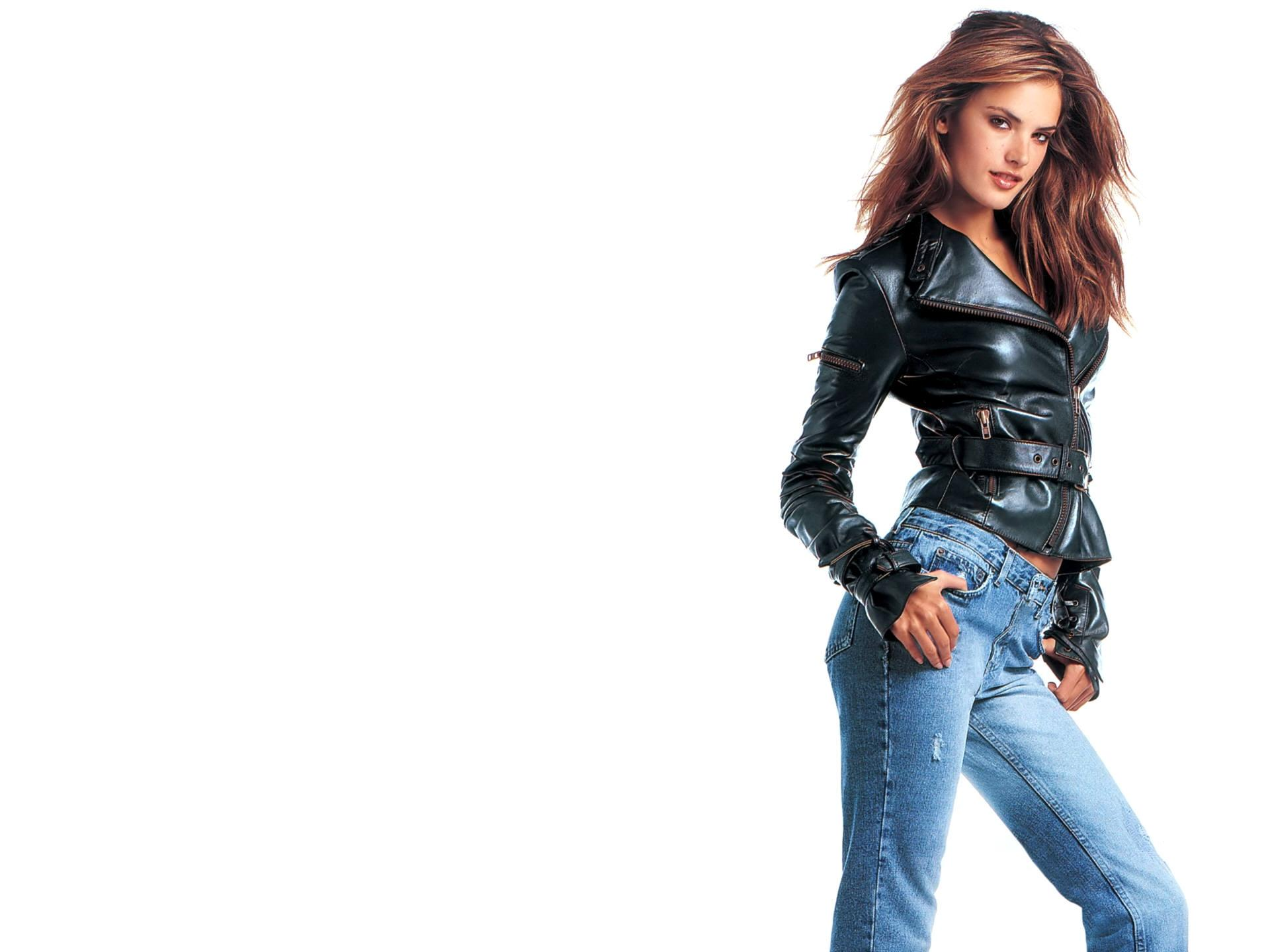 Девушка в джинсовой курточке загрузить