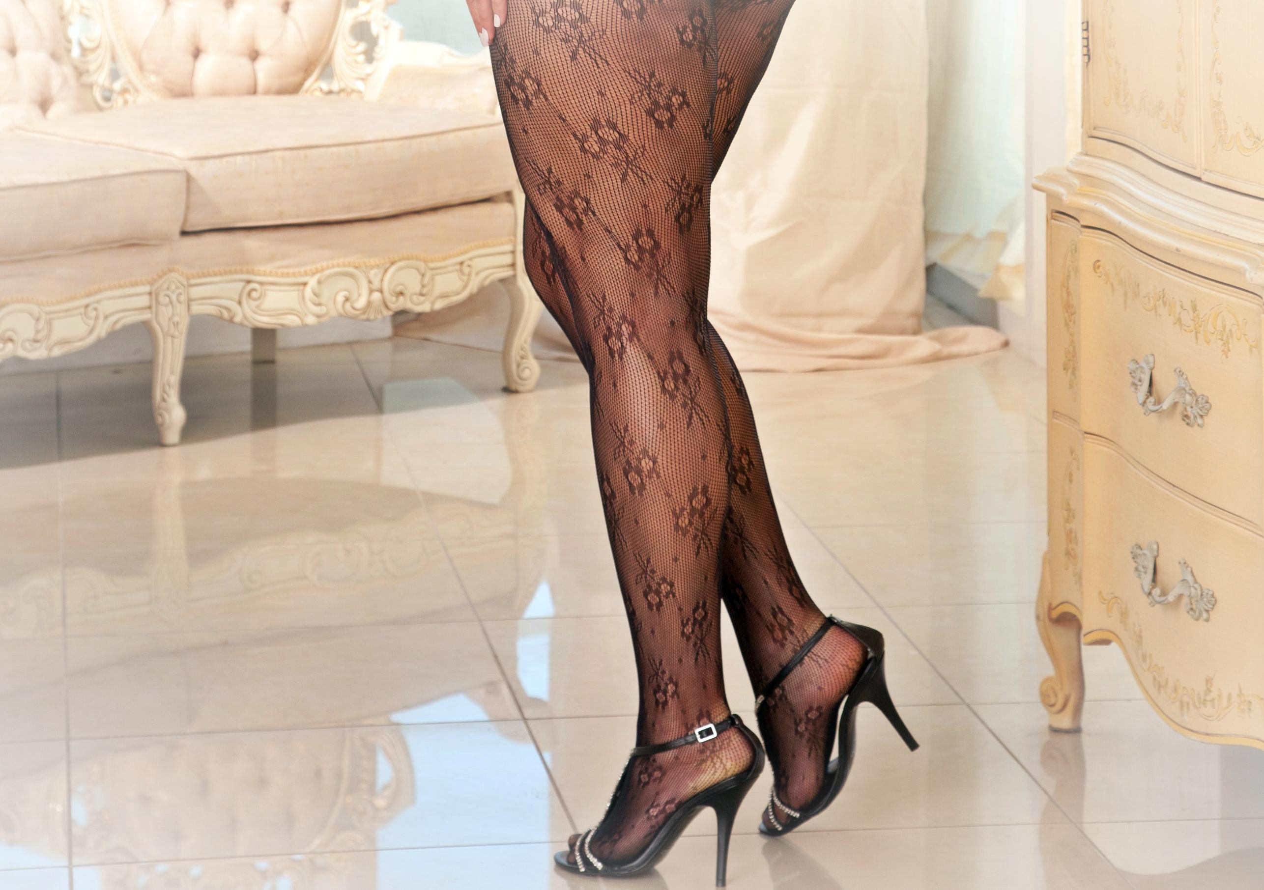 Фото ступней в нейлоне 2 фотография