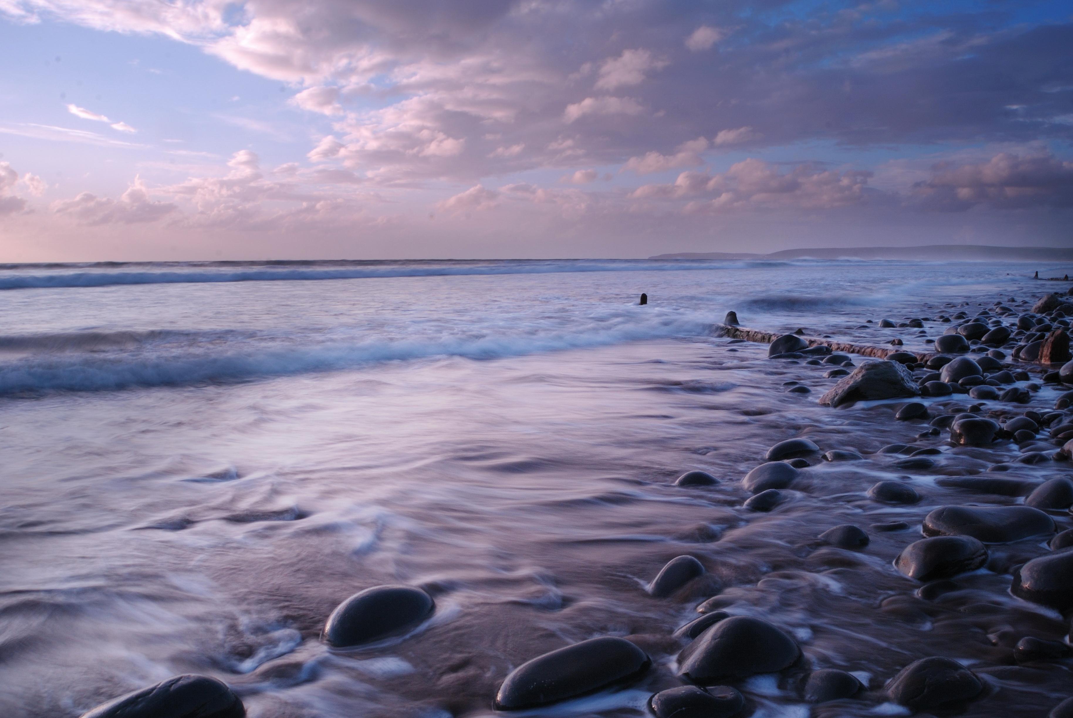 природа море горизонт камни небо облака скачать