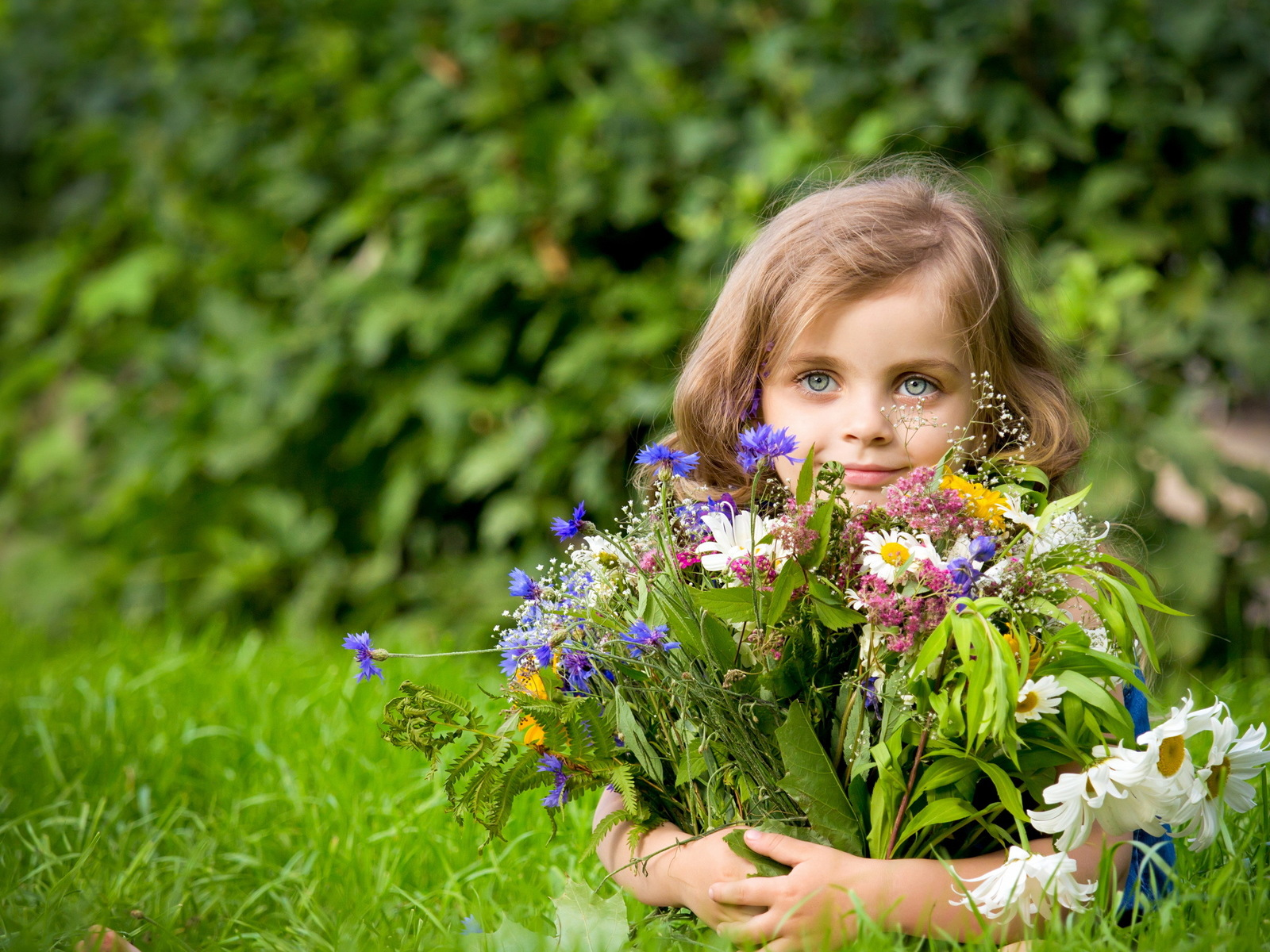 Фото хорошего качества дети цветы