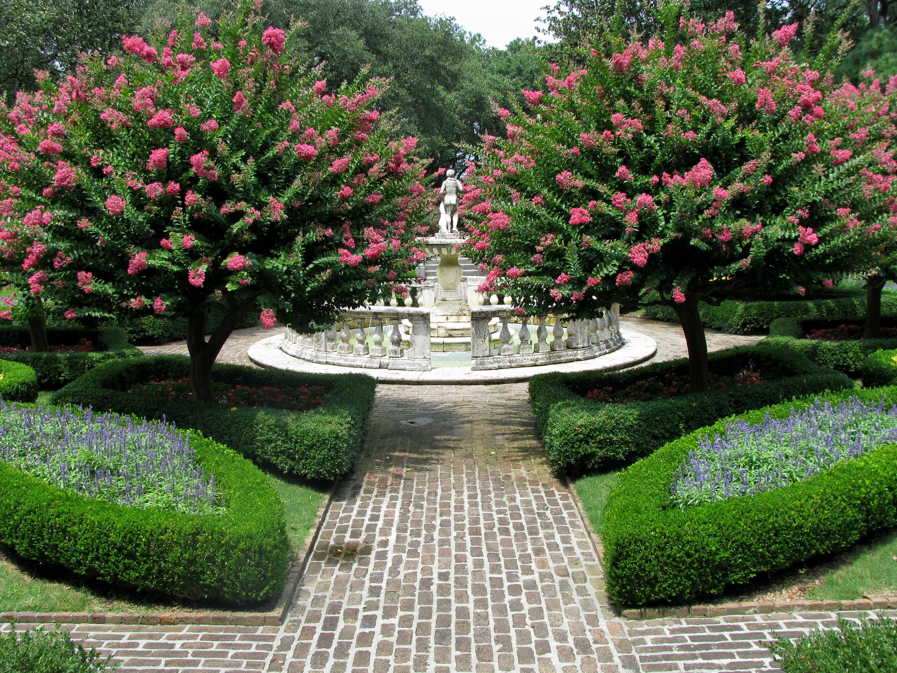 elizabethan gardening A shakespeare garden is a themed garden that cultivates plants mentioned in the works of william shakespeare elizabethan garden, folger shakespeare library.