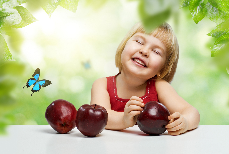 Красивые фото детей с яблоками