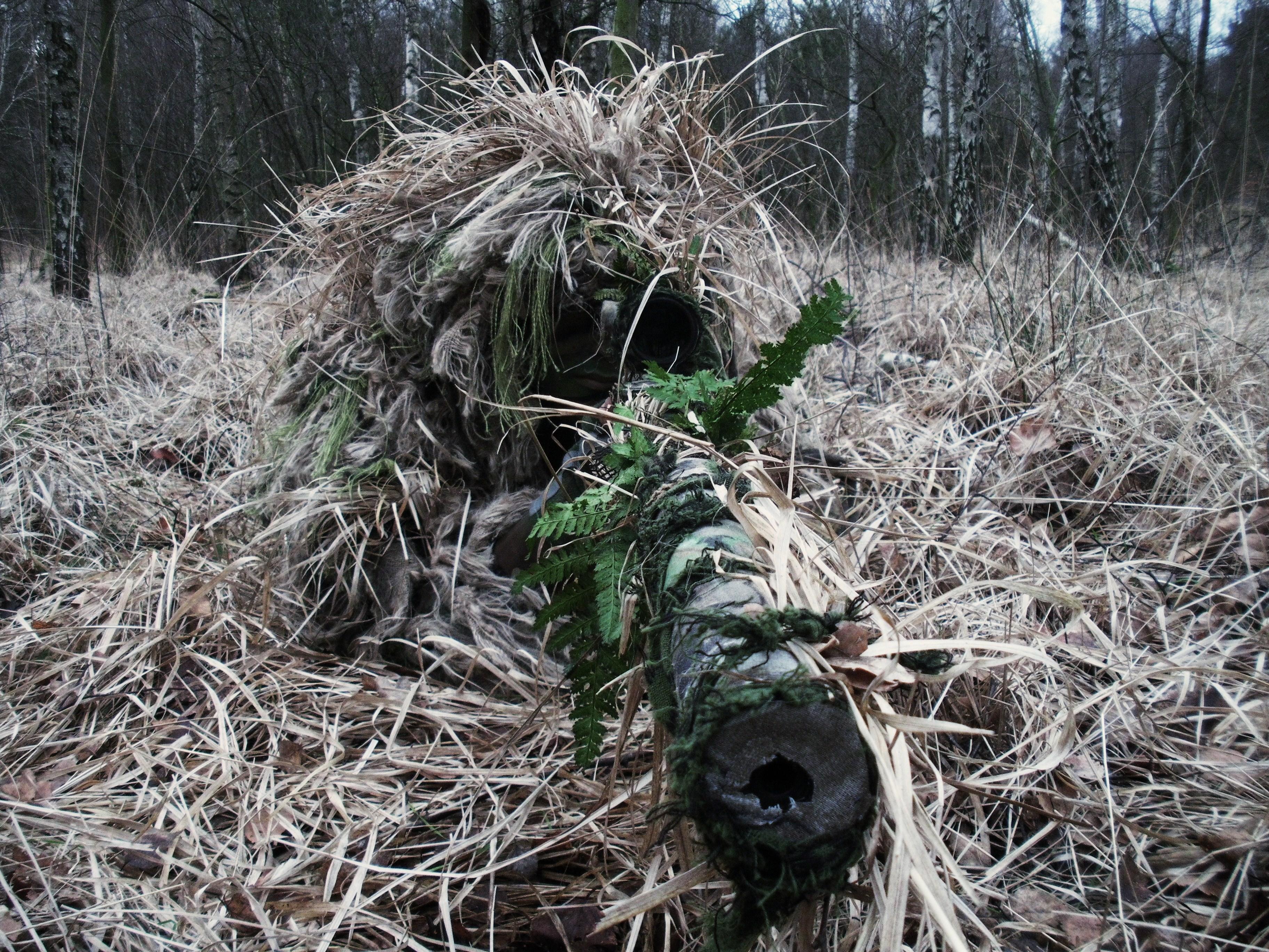 Снайпер в траве скачать
