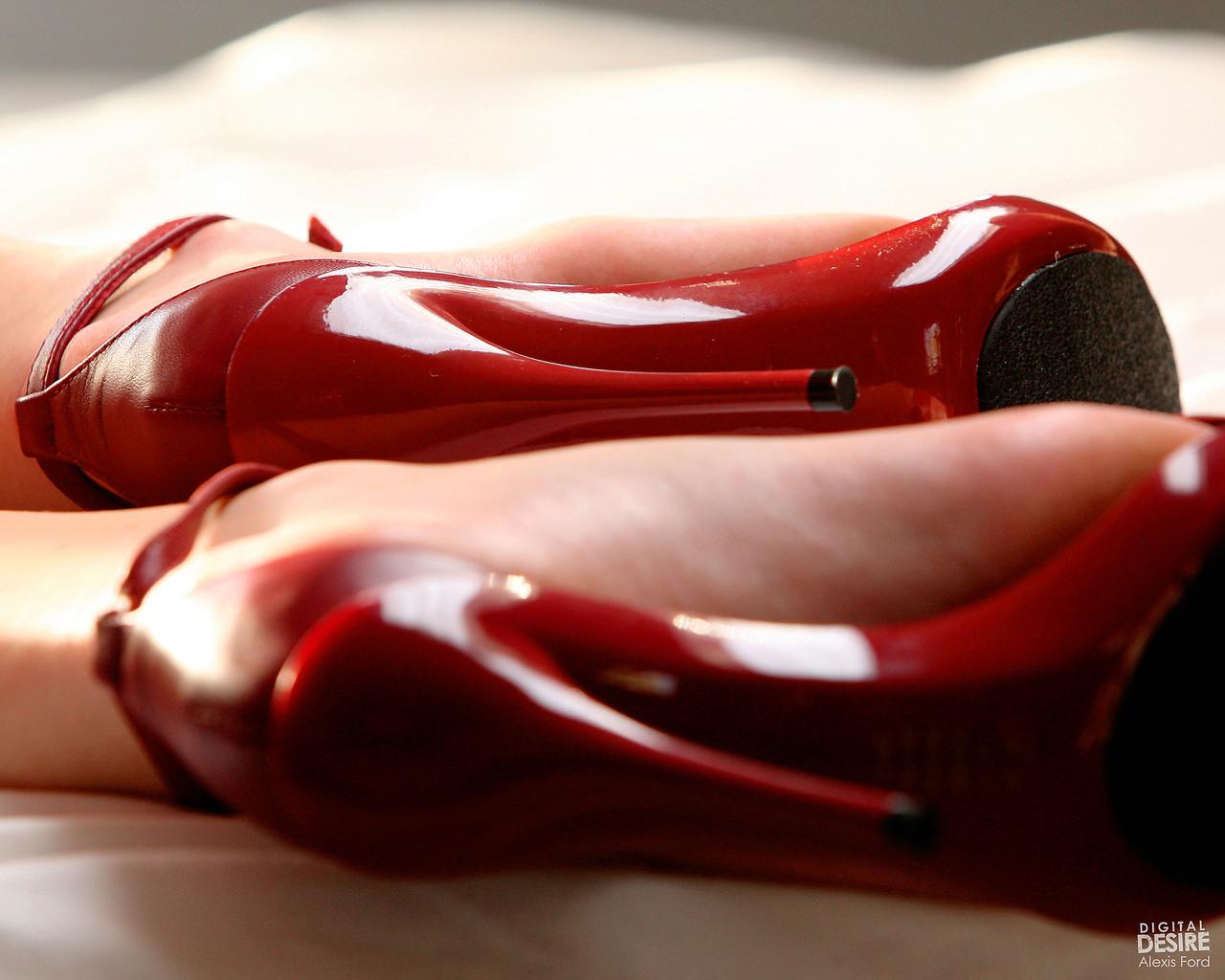 красная обувь  № 1506291  скачать