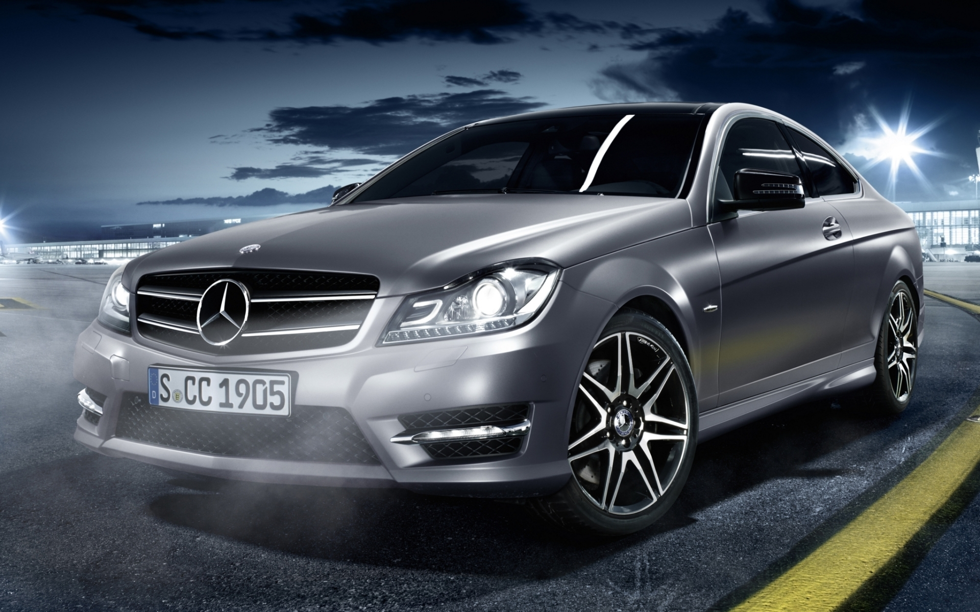 Mercedes серебристый на дороге без смс