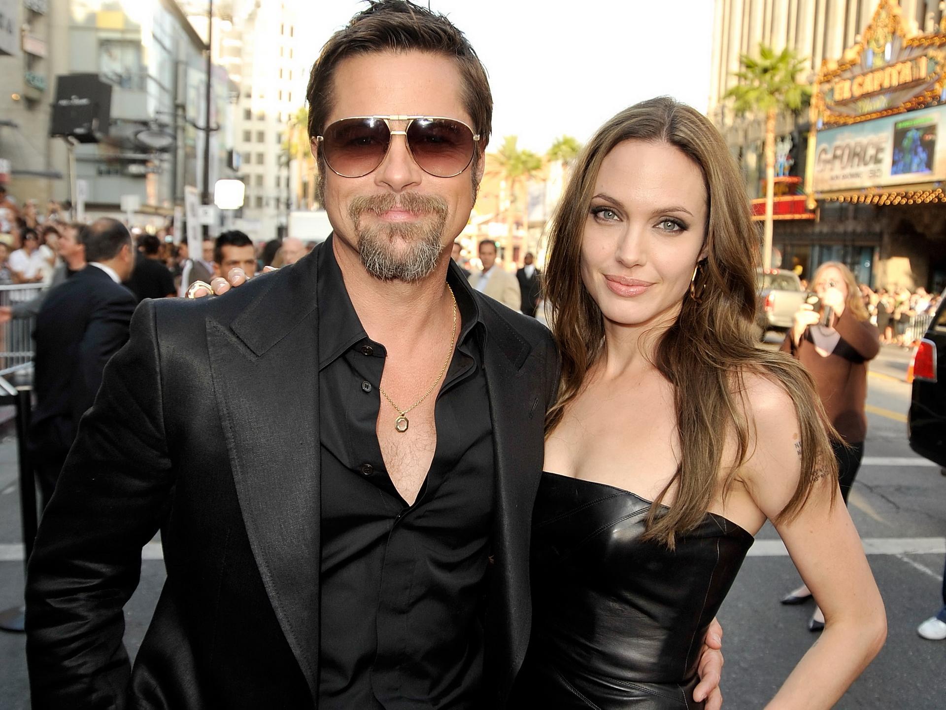 Голая Анджелина Джоли на откровенных эротических