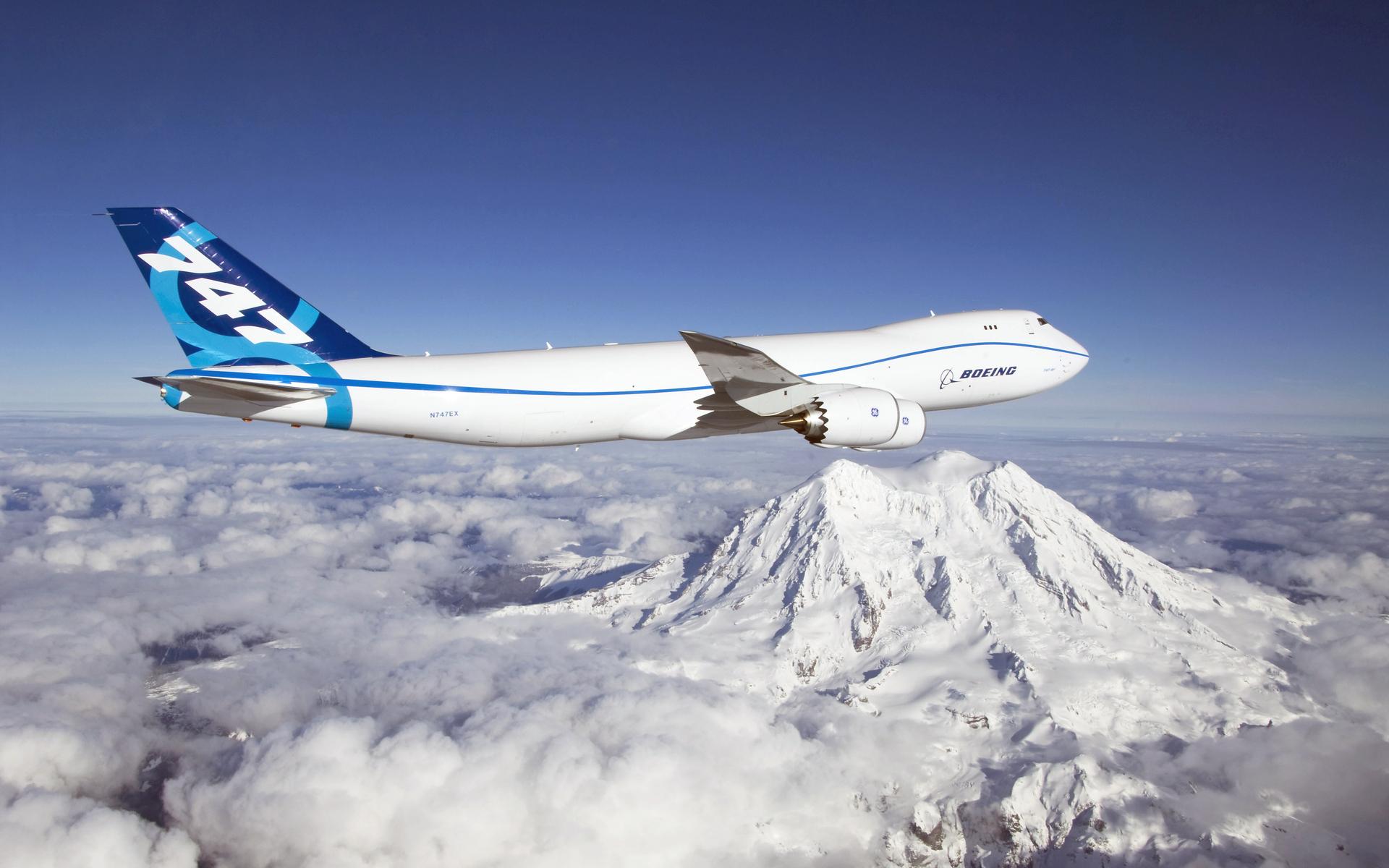 Авиалайнер в воздухе  № 2357462 загрузить