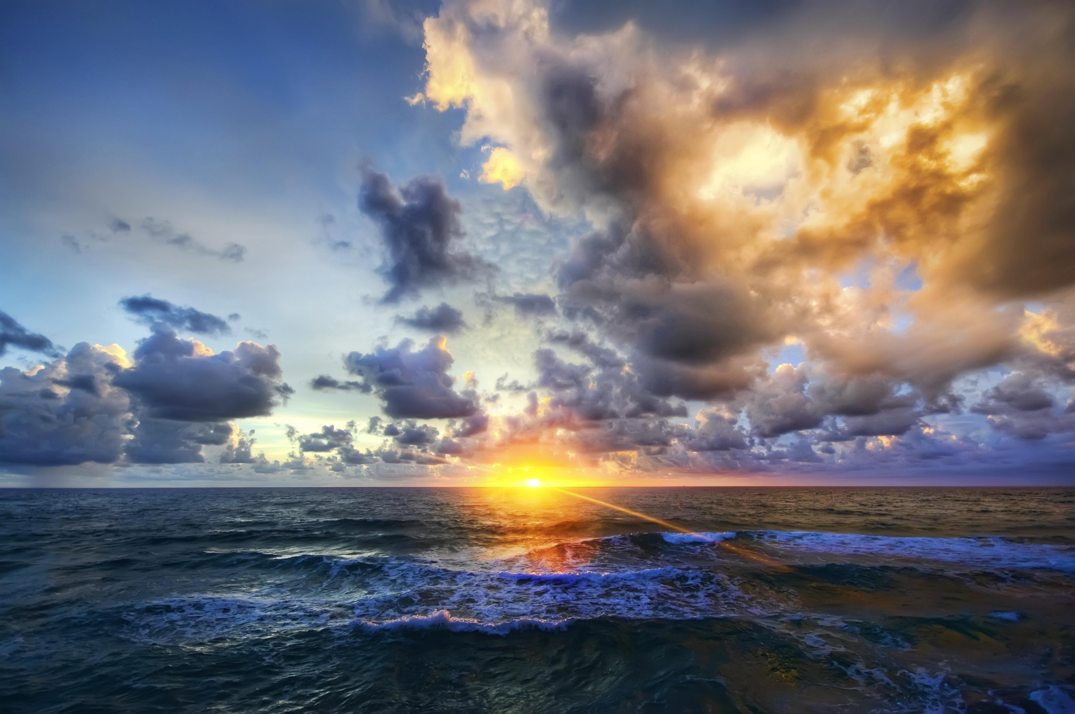 Не спокойное море в лучах заката  № 3849236  скачать