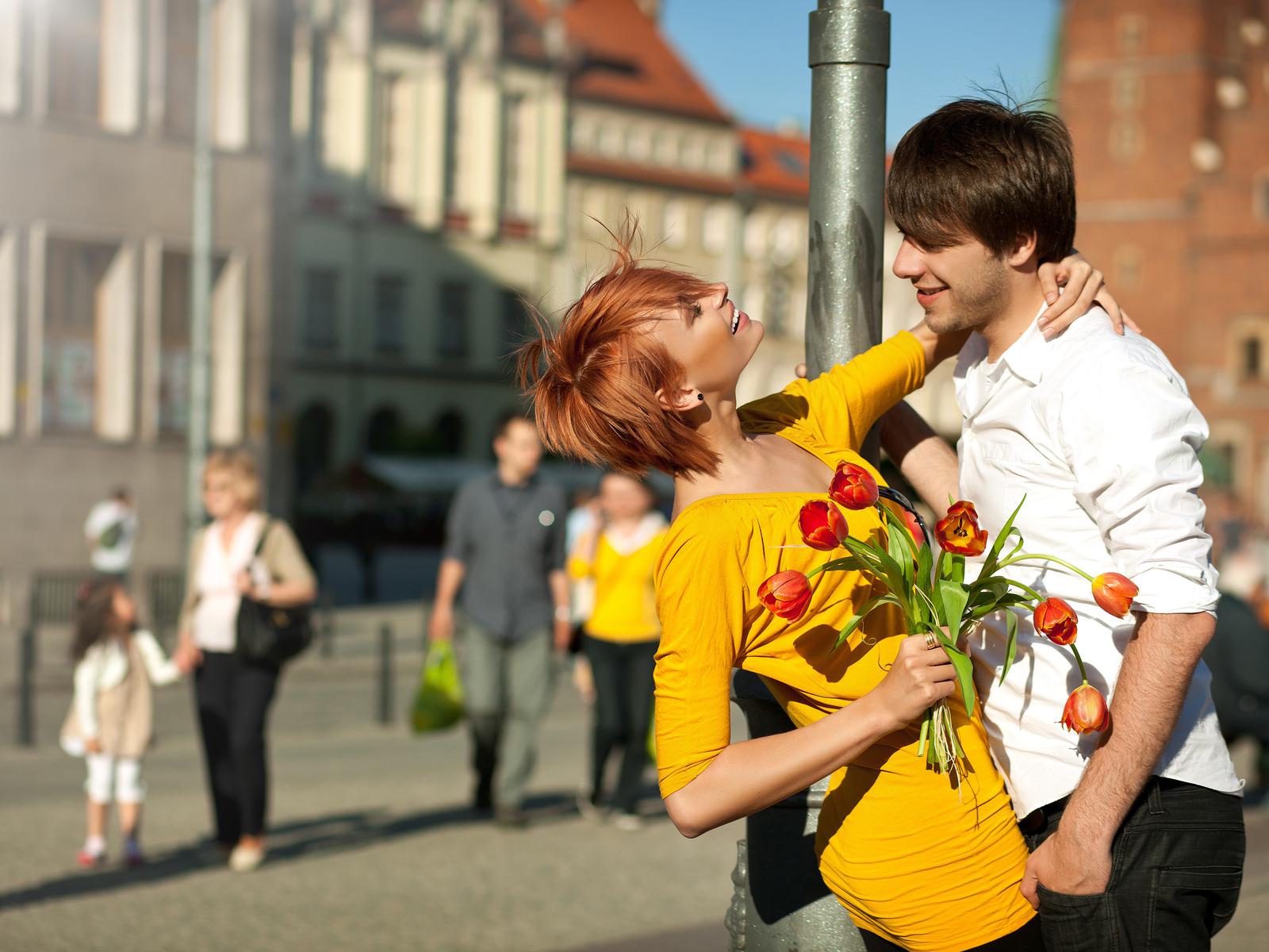 Семейная пара в возрасте с молодым парнем 15 фотография