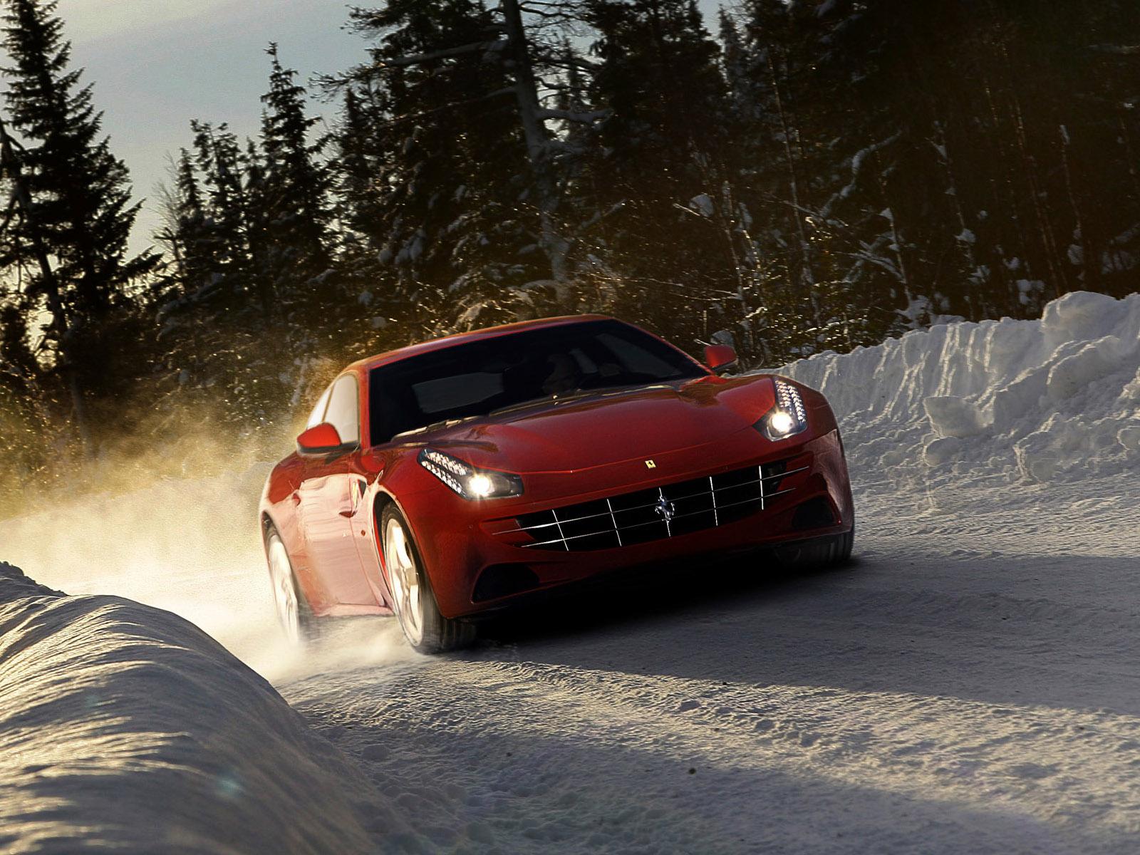 Ferrari ранним утром бесплатно