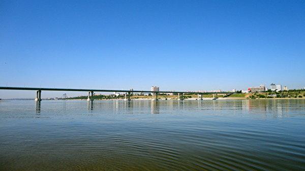 Мост через Волгу в Волгограде.