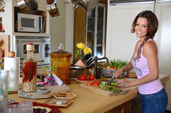 Обои Brooke Burke ( Брук Бурк ) в ягодном белье Знаменитости Фото 323550.