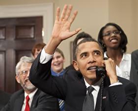 Фотография Барак Хуссейн Обама Президент Апрель 2010 года .Связь с NASA Знаменитости