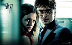 Обои Гарри Поттер Гарри Поттер и Дары Смерти Дэниэл Рэдклифф Emma Watson Фильмы