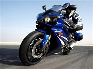 Обои Yamaha Мотогонщик Мотоциклы фото