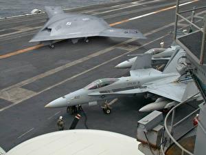 Фото БПЛА X-47B & F-18 Авиация