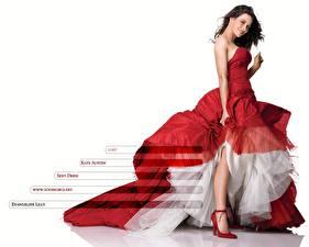 Картинки Evangeline Lilly в красном платье