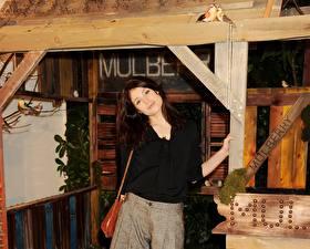 Фотографии Джемма Артертон в баре
