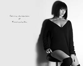 Фотография Gemma Arterton черно белое фото на табуретке
