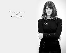 Картинки Джемма Артертон черно белое фото