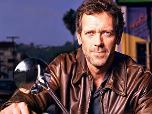 Картинка Hugh Laurie на мотоцикле