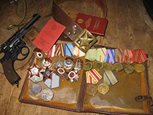 Фотографии Пистолеты Российские Медаль военные