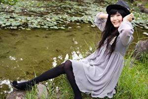 Обои Азиаты Платье Шляпа Колготки
