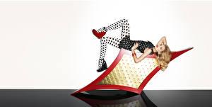 Картинки Lily Donaldson Туфли Платье Колготки