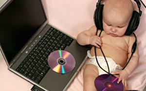 Фото Клавиатура В наушниках Младенец Ноутбук диджей калыбельных песен Дети