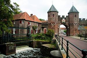 Фото Нидерланды Ворота Koppelpoort medieval gate in the Dutch city Amersfoort Города
