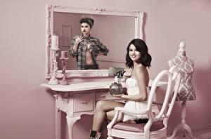 Картинки Selena Gomez Зеркало Стул