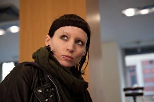 Фотография Девушка с татуировкой дракона - 2011