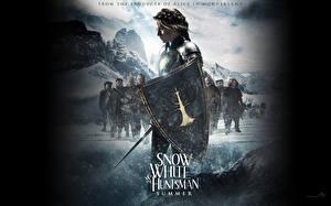 Обои Белоснежка и охотник Kristen Stewart С щитом кино