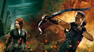 Картинки Мстители (фильм, 2012) Jeremy Renner Scarlett Johansson Лучники Лук оружие Фильмы