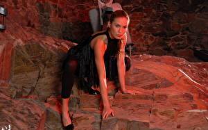 Фотография Veronika Fasterova Платье Колготки позирует на камнях Девушки