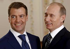 Обои Дмитрий Медведев Владимир Путин Президент Смех