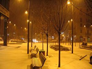Обои Италия Ночь Скамейка Уличные фонари Снеге Милан город