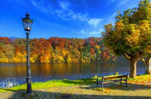 Фото Речка Германия Времена года Осенние Небо Уличные фонари Скамья Дерева HDRI Ульмен Природа