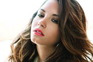 Фото Demi Lovato Лицо Смотрит Брюнетки Волосы Шатенка