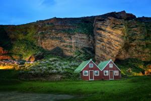 Фото Горы Исландия Дома Зеленый Трава Природа