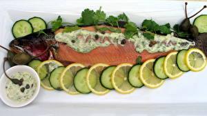 Обои Морепродукты Рыба Лимоны Огурцы Еда фото