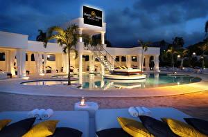 Фотография Курорты Доминиканская Республика Плавательный бассейн Кровать Подушки Ночные Пальма Дизайн город